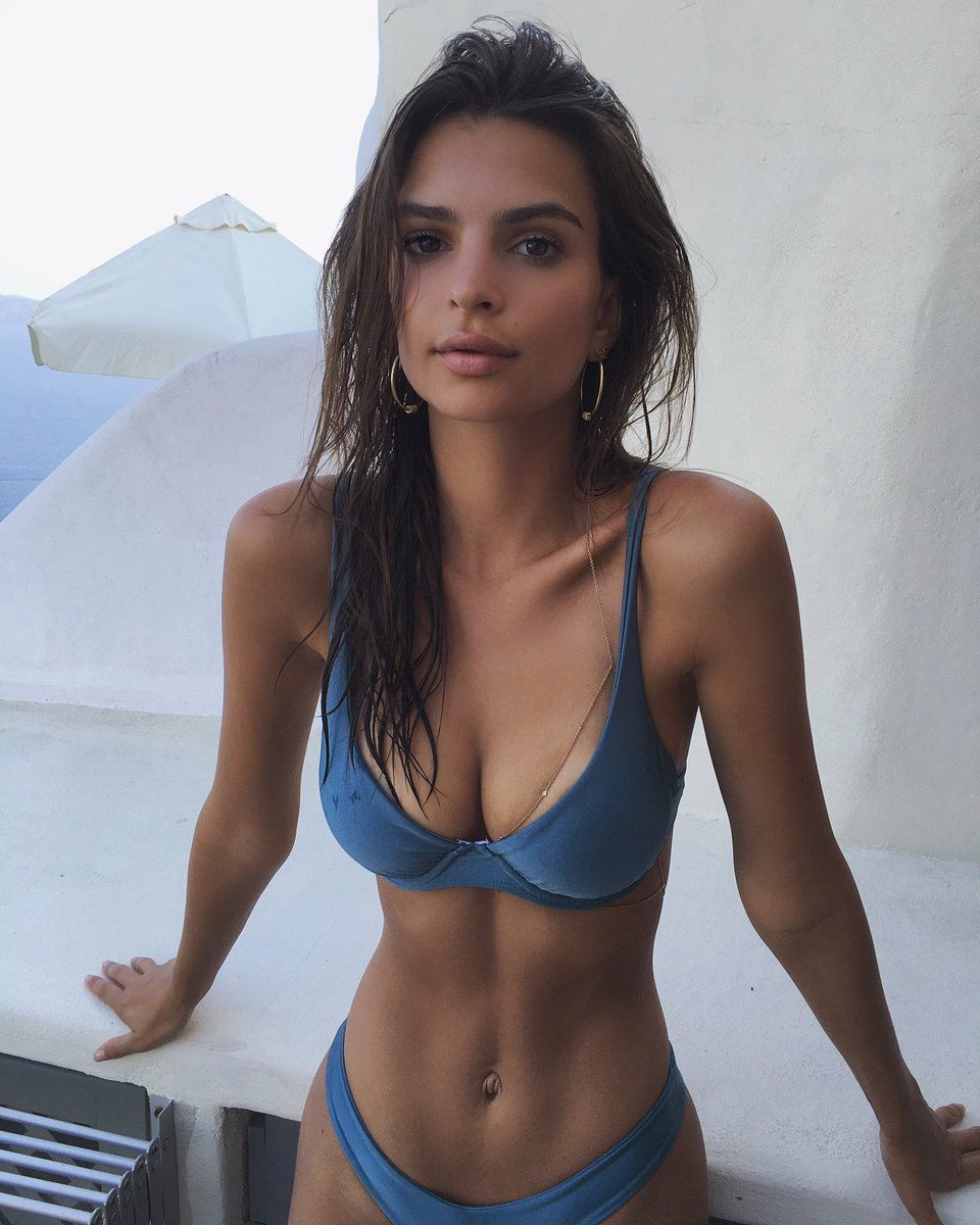 Paparazzi Twitter Emily Ratajkowski naked photo 2017