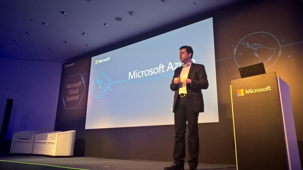 No palco, Richard Chaves fala sobre #Azure como plataforma para a Transformação Digital. #MSCloudSummit #cloud