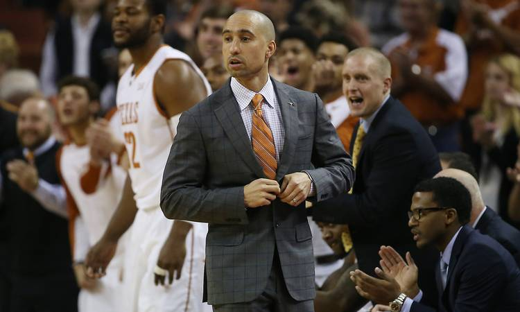 Texas officials 'want to send a message' by extending Shaka Smart's contract