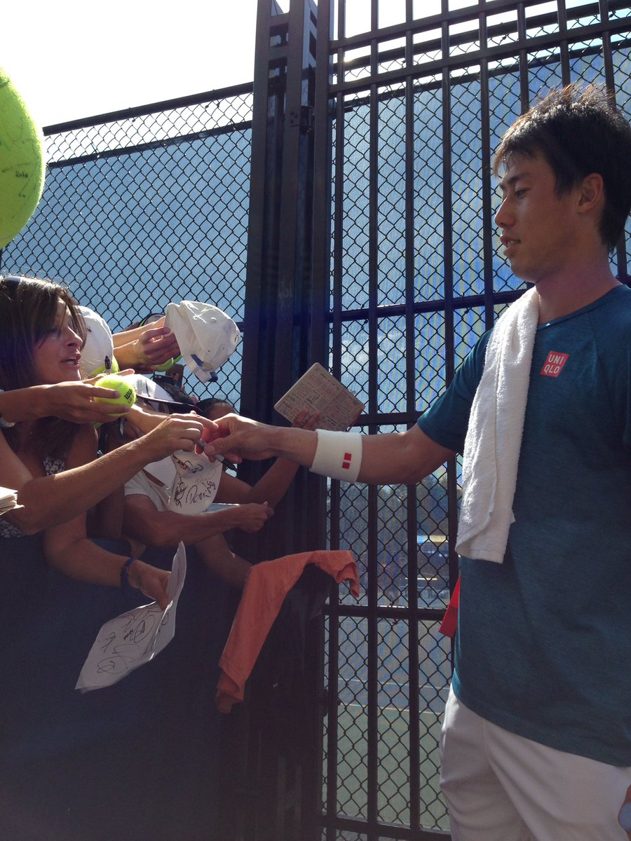 Meanwhile, @keinishikori booed because he only gave a few autographs @usopen! #badfan https://t.co/rtsHBju5S9