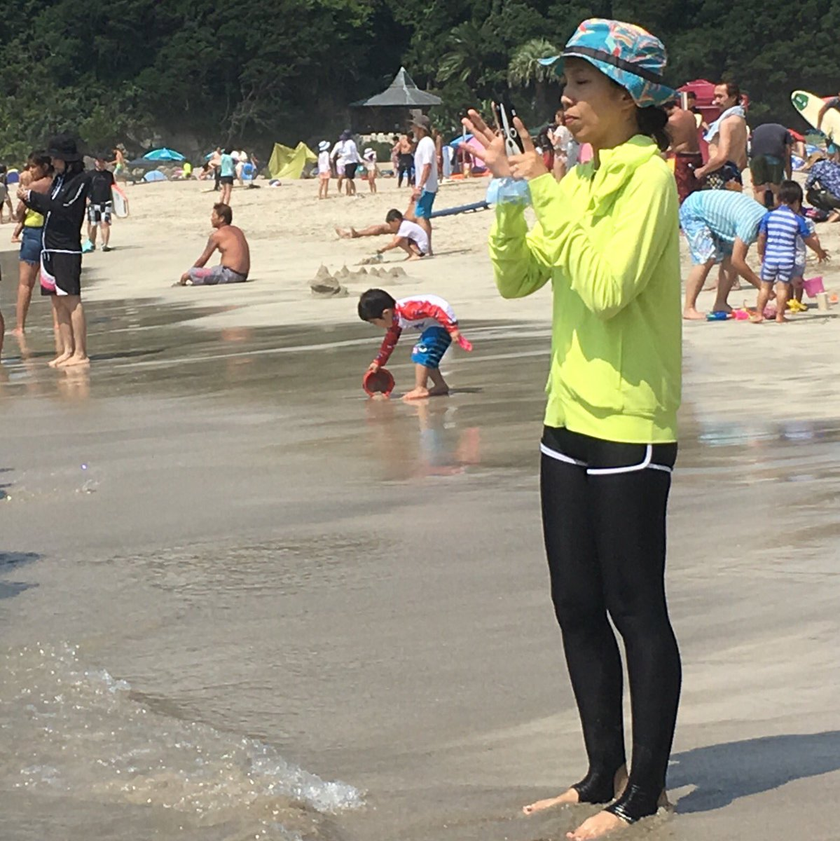 This is what lots of Japanese women wear to the beach. Hope none of them want to go on vacation to France.