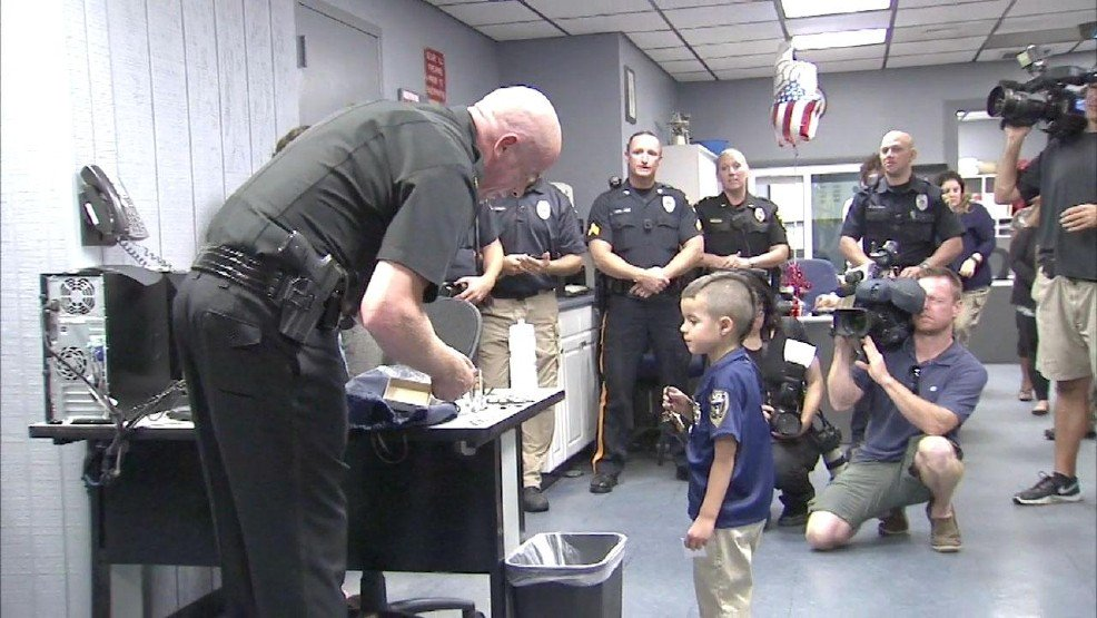5-year-old delivers lunch to police officers, paid for by his allowance