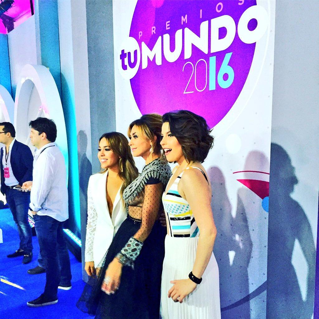 #LaDoña desfilando por la alfombra roja de #PremiosTuMundo