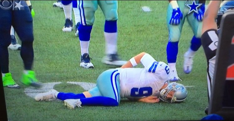 Cowboys QB Tony Romo appears to suffer injury on first series against Seahawks, leaves game