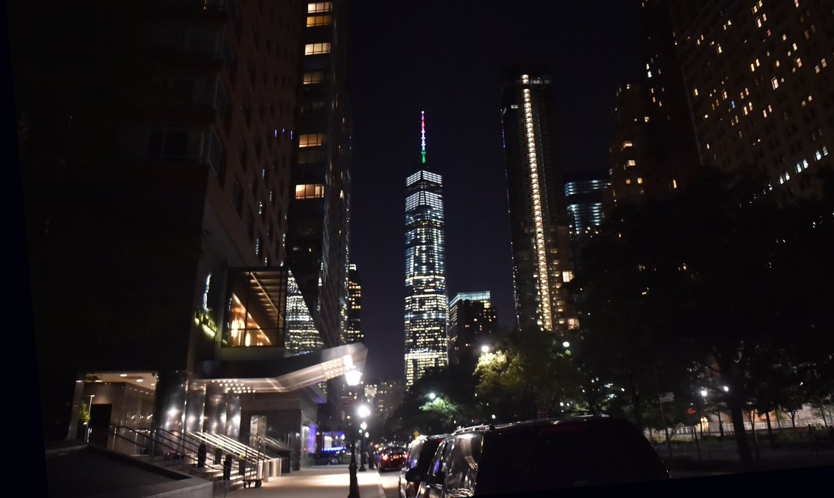 Tricolore sul World Trade Center di New York