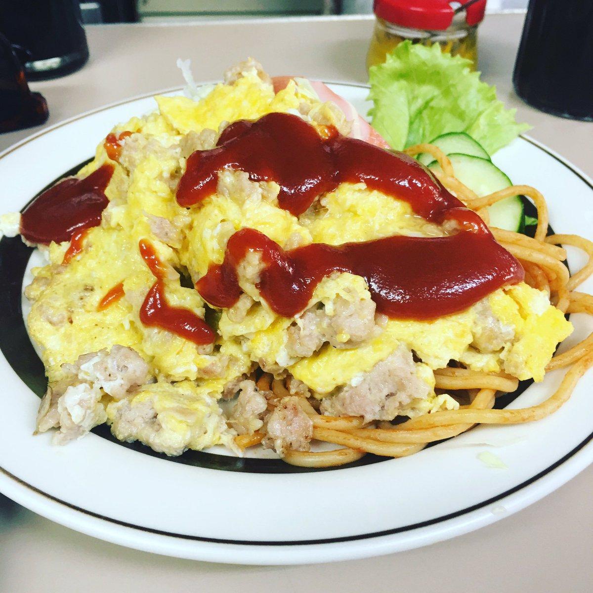 ボロい洋食屋で、サービス定食を頼んだら、ひき肉の卵とじ炒めというお母さんのアイデア料理みたいなものが出てきて興奮してる https://t.co/pQZ0FNAFtv