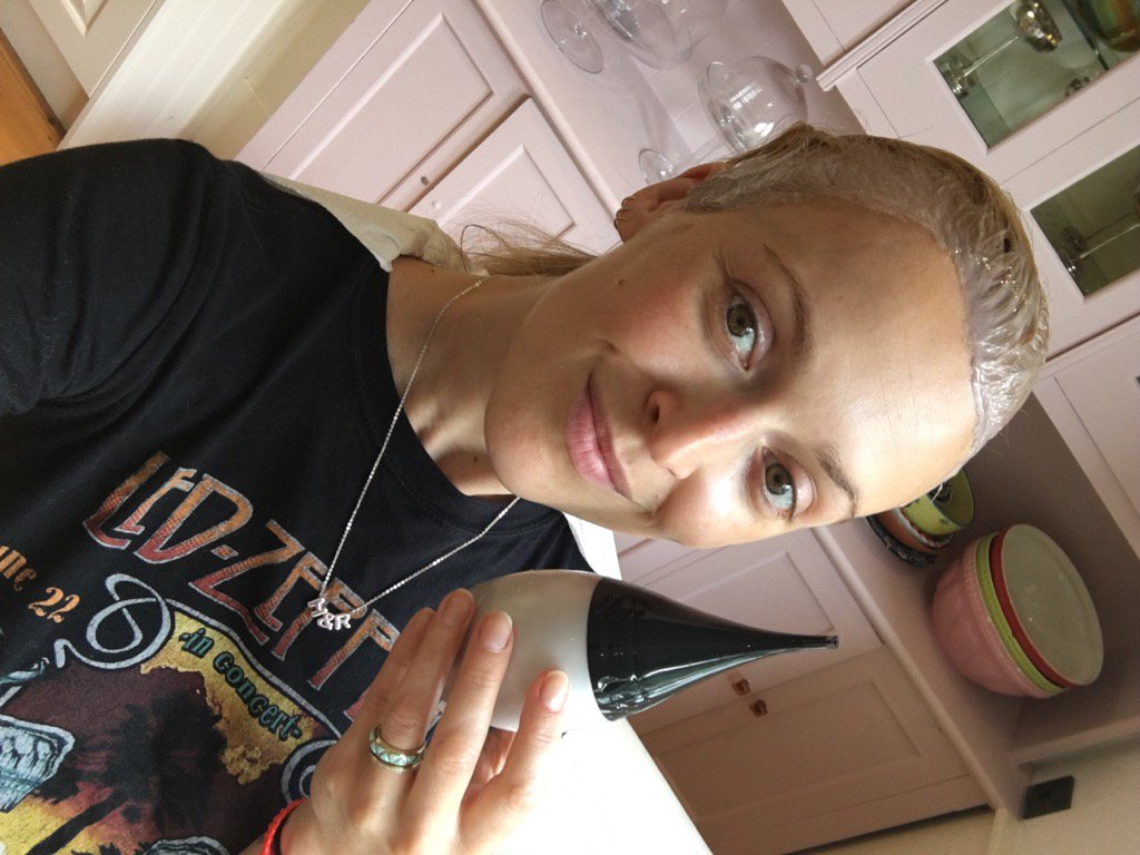 Hitting the bottle again! 9.3 all over these roots #oliaeffect https://t.co/b4JIOV5Kl3