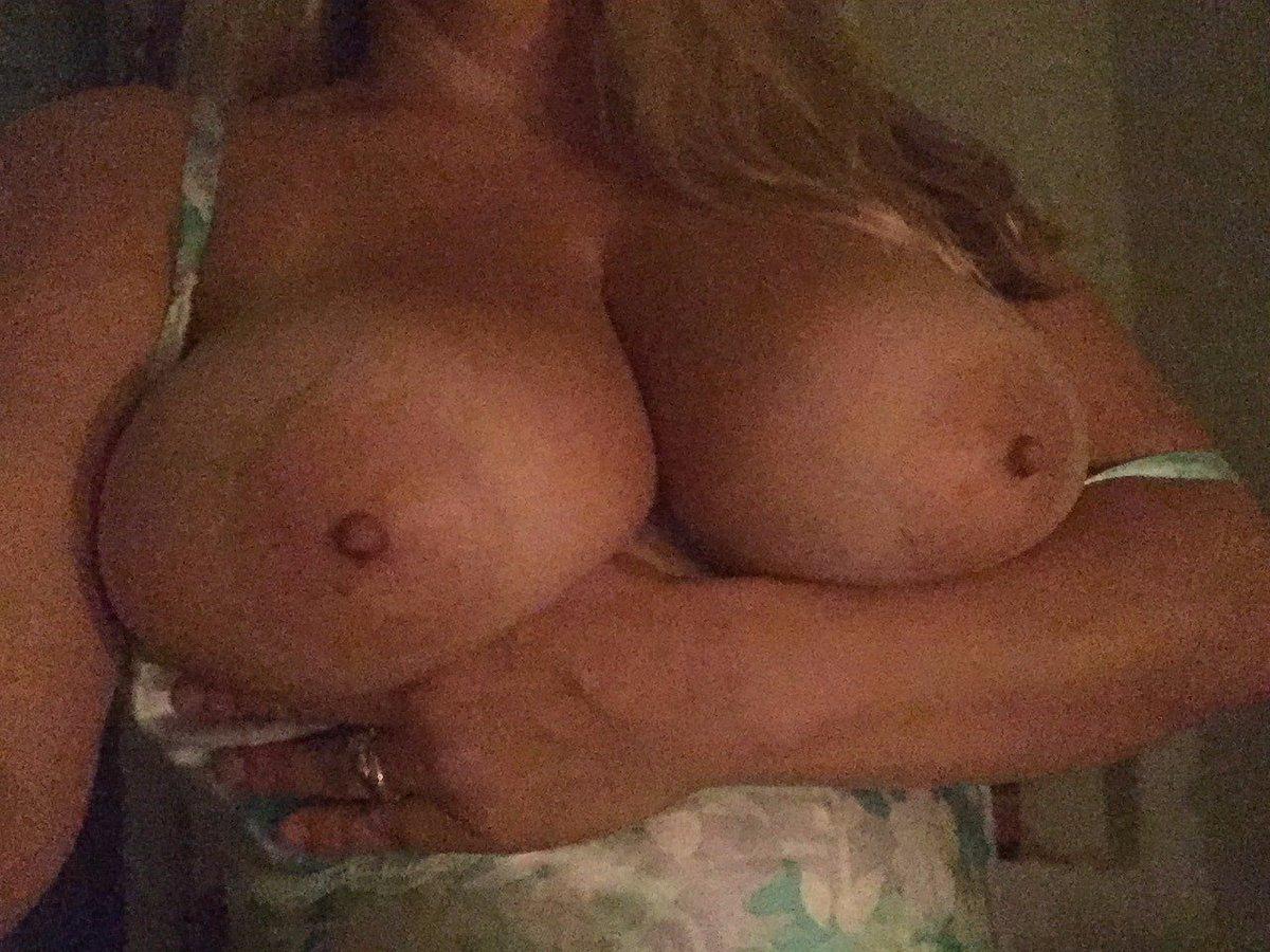 Nude Selfie 8016