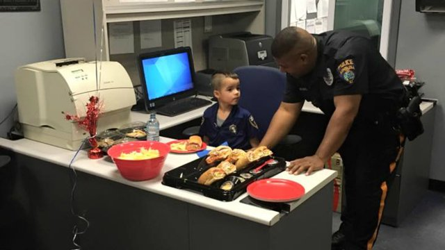 5-year-old boy saves allowance for months to buy officers' lunch