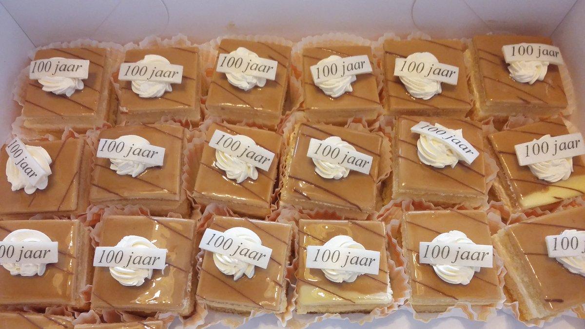 Deze week bereikte een bewoonster van ons CoornhertCentrum de mooie leeftijd van 100 jaar. Dat betekende: gebak!