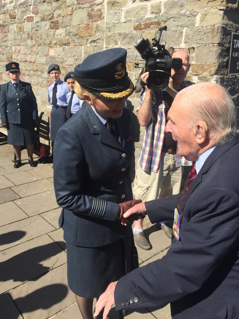 Hello Johnny Johnson....such an honour to meet you Sir. #Dambuster #hero https://t.co/lWszJm9enG