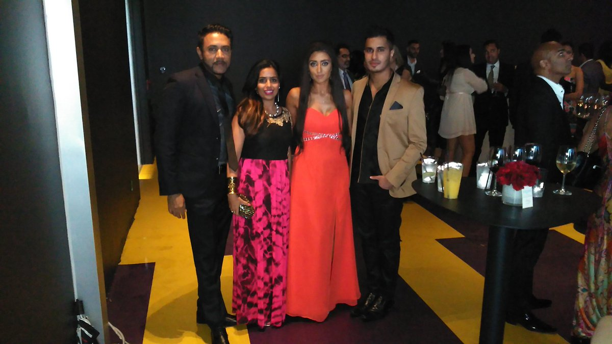 A wonderful evening with family @XnatashaX @ArjunArtist @rizvilegal at the @ANOKHI_Media awards in #Toronto https://t.co/yxuGjbsuNe