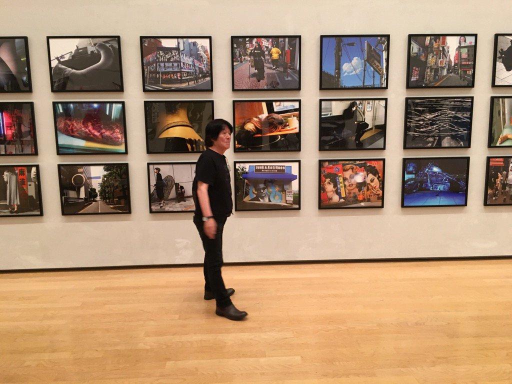 明日からスタート! 森山大道展@兵庫県立美術館 画像は展示内容を確認する森山さん。 https://t.co/fMWsvoz6NL