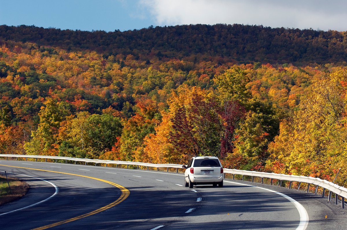 Enjoy scenic views & vibrant fallfoliage on these NY fall driving tours: via @abouttravel