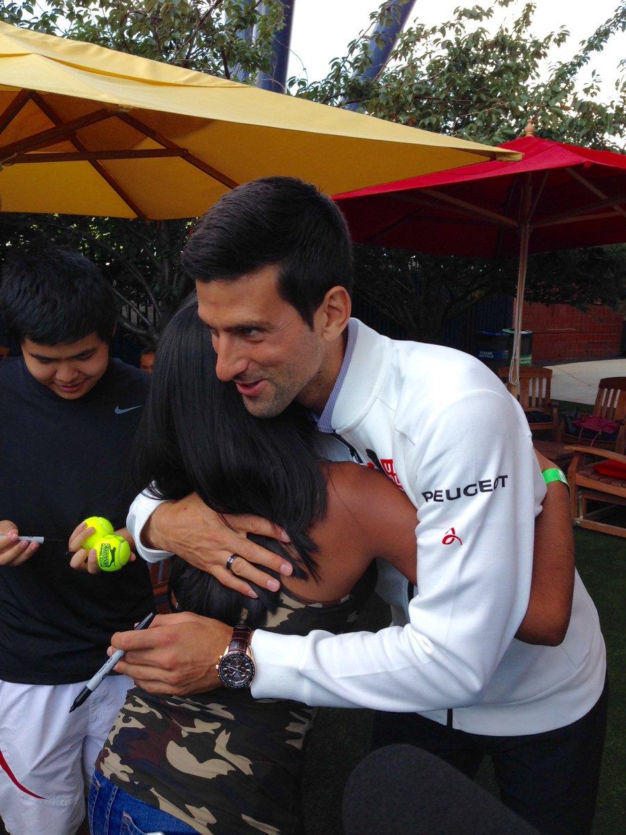 This girl didn't want an autograph from @DjokerNole, she wanted a hug. And he delivered! https://t.co/AUglV7y1B1