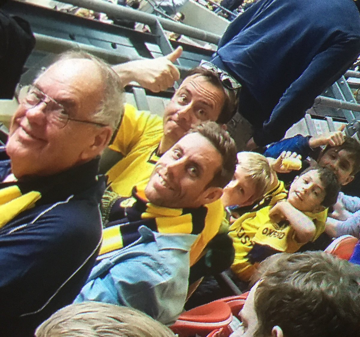 There's 1 empty seat at @OUFCOfficial v #stfc.Our dad/grandad and season ticket holder lost his battle today #oufc https://t.co/4VOxu4BiOH