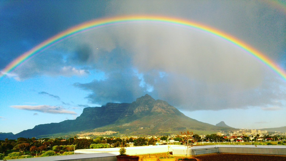 Yesterday I snapped the beautiful rainbow over Table Mountain & peeps loved it so I'm reposting https://t.co/lFvn9tRI3t
