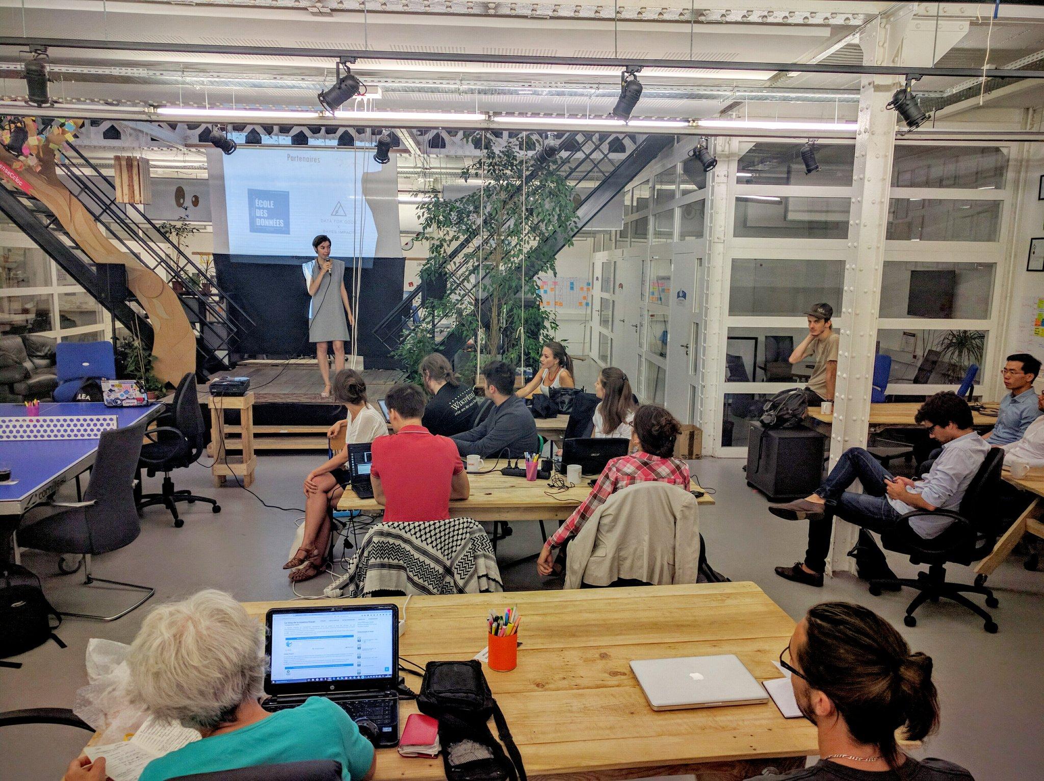 Ce matin @_cmfg présente l'Open Data Camp #OpenAsso, avec @DataForGood_FR et @Ecoledesdonnees au @SenseCubeCC https://t.co/ZBp1CpX9nn