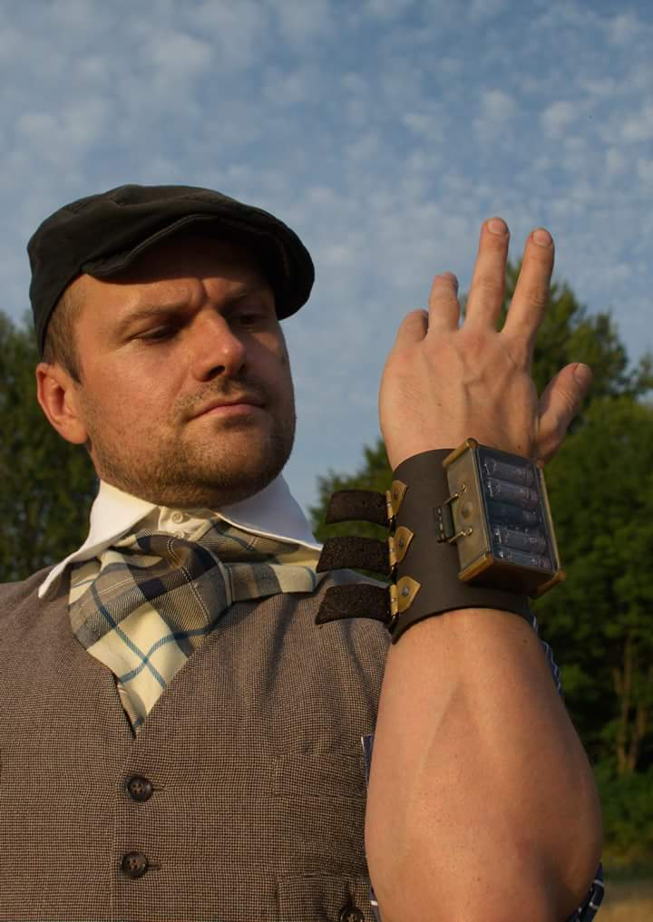 #Geek Awesome of the Day: #Steampunk Handmade, 4 Vacuum Tubes #Nixie Wrist #Watch by @LexVyshnevskyy #SamaGeek
