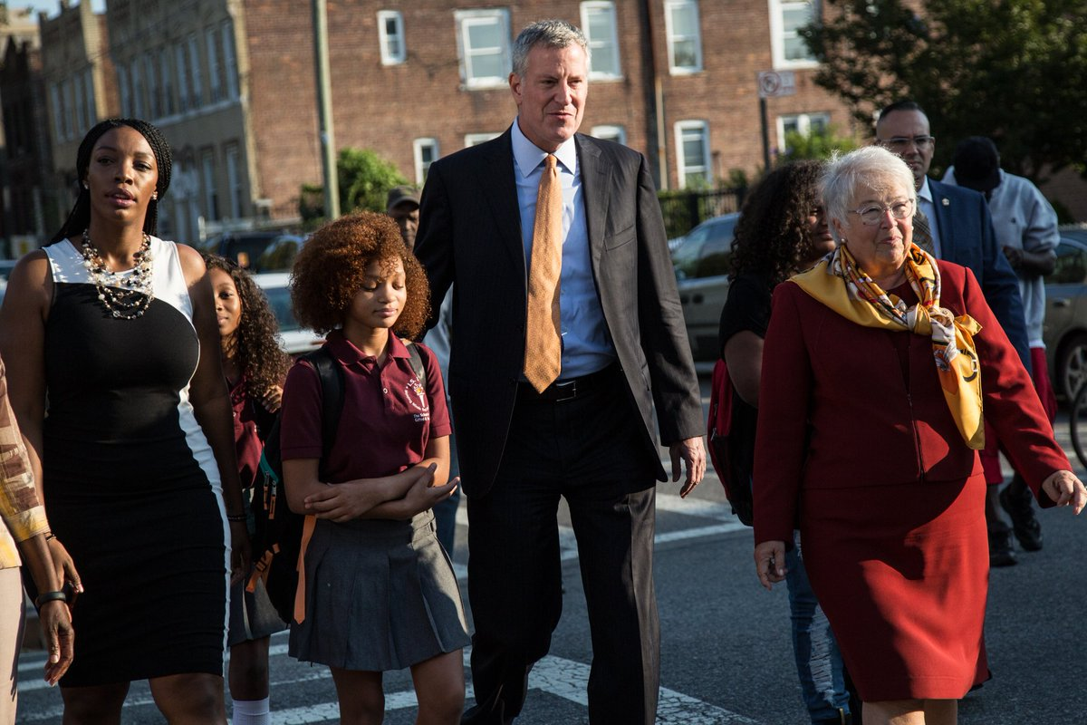 Mayor @BilldeBlasio & Chancellor Farina walk students to first day at I.S. 392. @NYDailyNews  @WNYC #BackToSchoolNYC https://t.co/RTs9RdH4aE