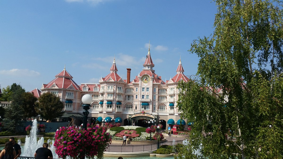 Disneyland® Hotel - lavori di restauro Cr1NcEWXYAAowDU