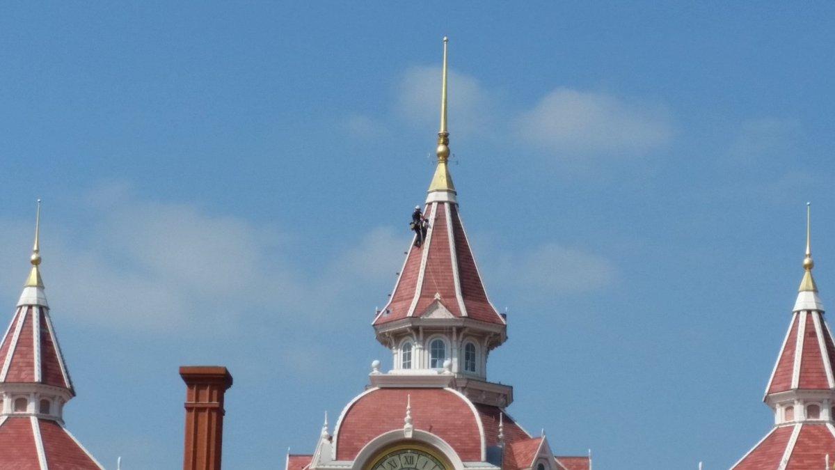 Disneyland® Hotel - lavori di restauro Cr1NeOGWAAEScRo
