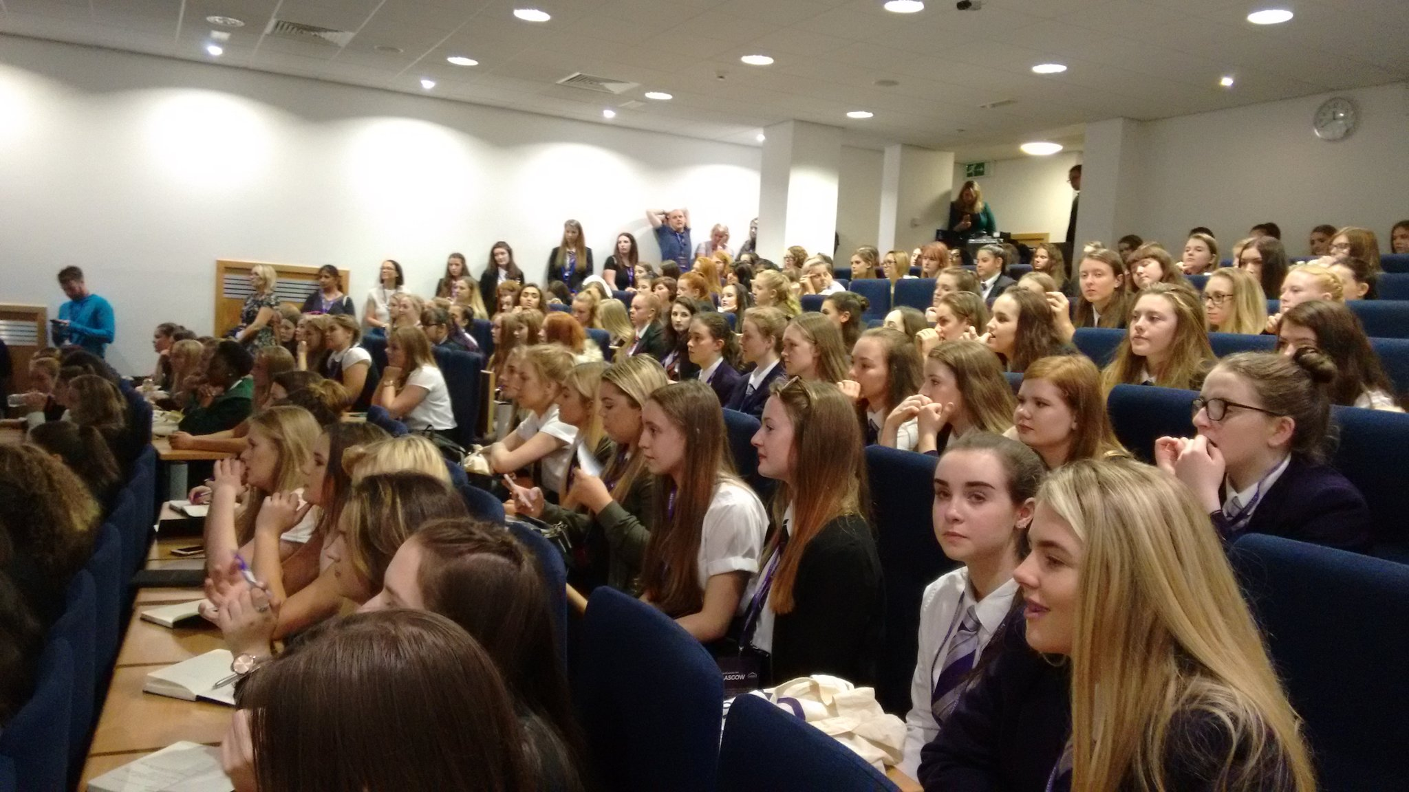 Huuuuuge audience for our morning session! #MonsterConfidence @UofGEngineering https://t.co/mESmQoVUOZ