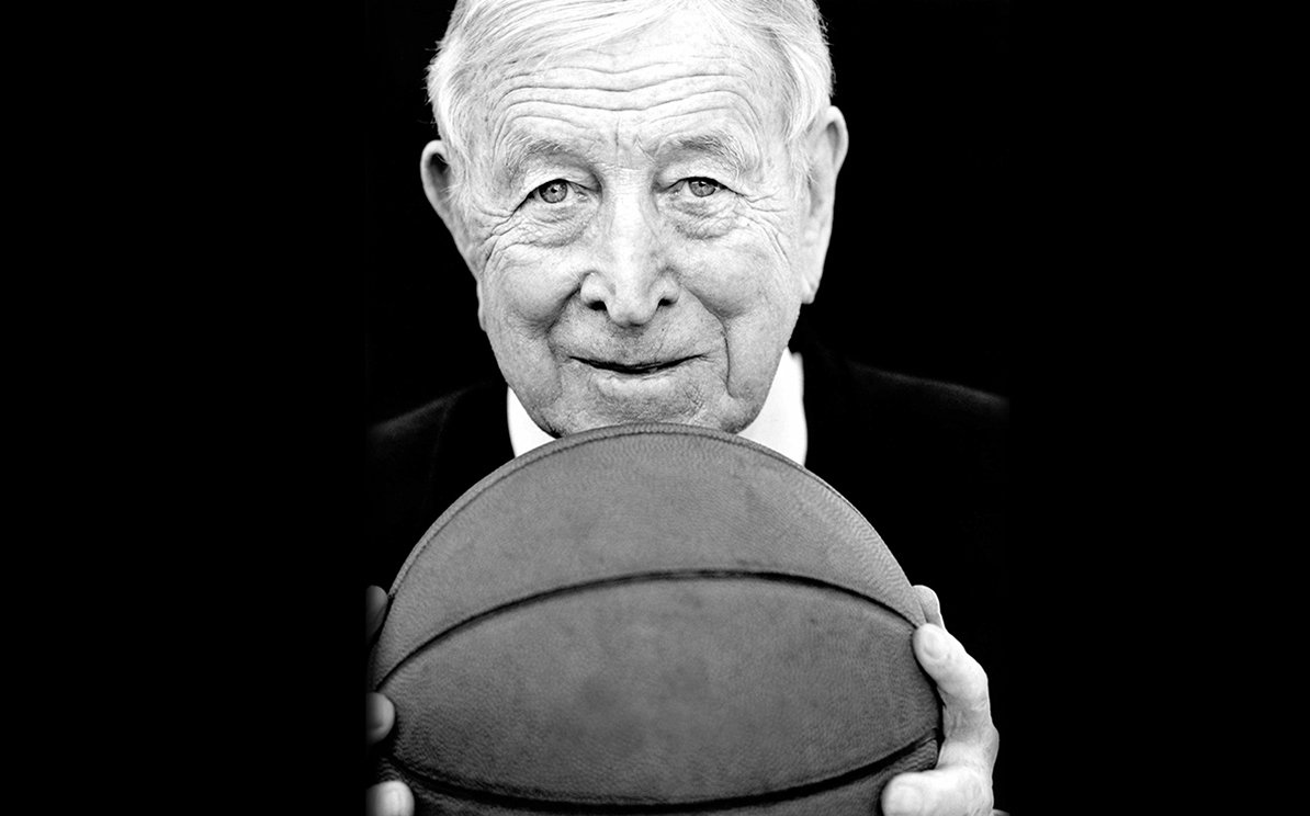 Be more concerned with what you can do  for others than what others can do for you.  #CoachWooden #leadership #UCLA https://t.co/KTg6Vxc78P