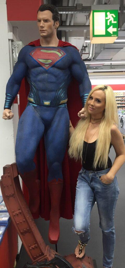 Miss Minnie-xx  - Asked him to twitter @_minniemodel thor,gettingclosertydreamman,thorragnarok,batmanvsuperman,superman