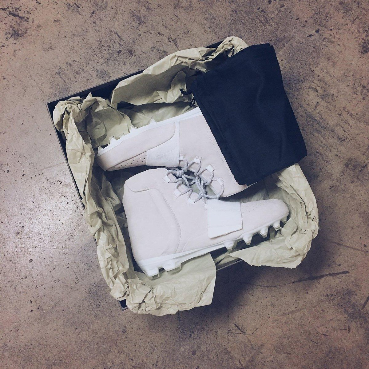 Von Miller is wearing the first ever Yeezy football cleats in tonight's game. (via @Millerlite40)