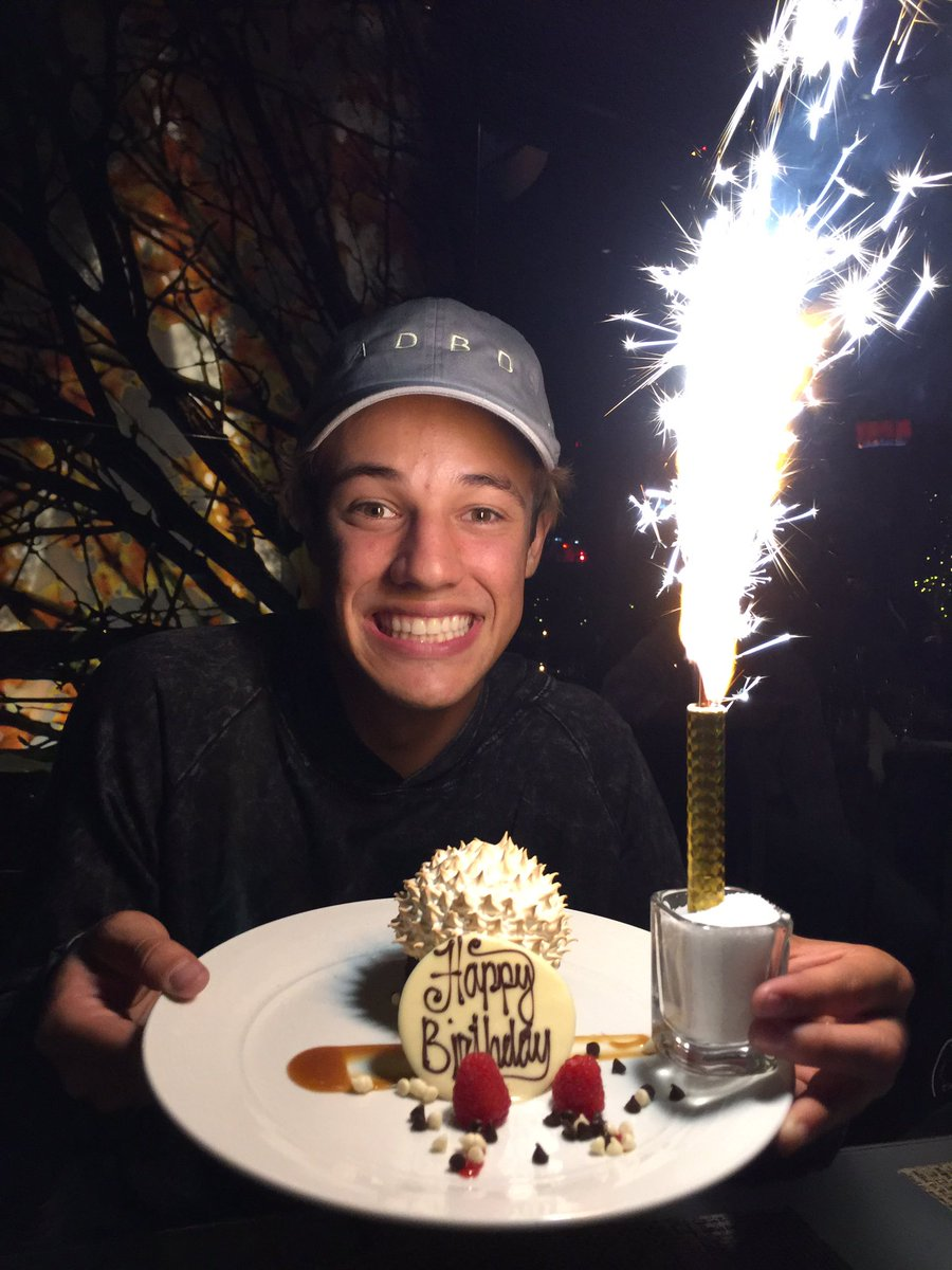Wondrous Sierra Dallas On Twitter Heres Your Yearly Birthday Cake Funny Birthday Cards Online Hetedamsfinfo