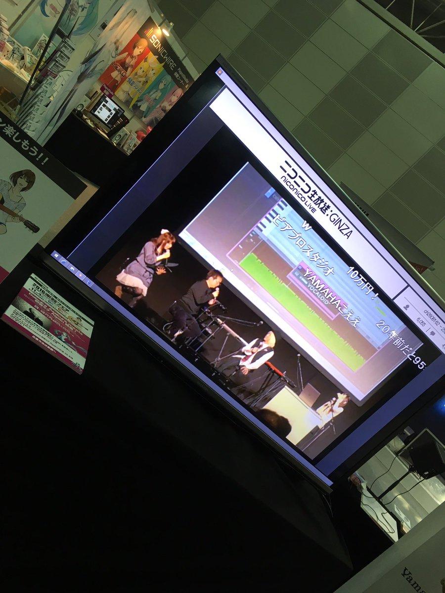 おとなり楽器フェアブースでは去年の浅倉大介さんのイベントの映像が流れてますよー