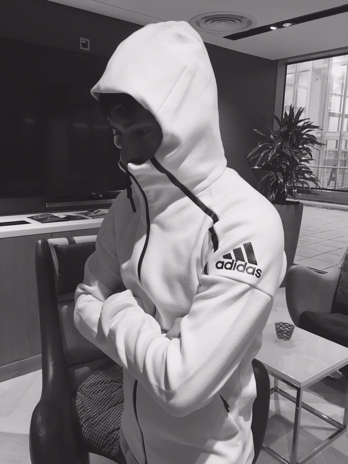 No importa el ruido ni los focos.Mi mente solo piensa en ganar #FindFocus #ZNE @adidas_ES https://t.co/WHjaFUeTFU