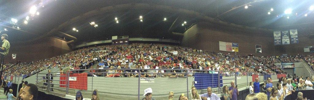 12,000-seat Pensacola Bay Center (seats/floor) is full https://t.co/bCWjr7G8lC