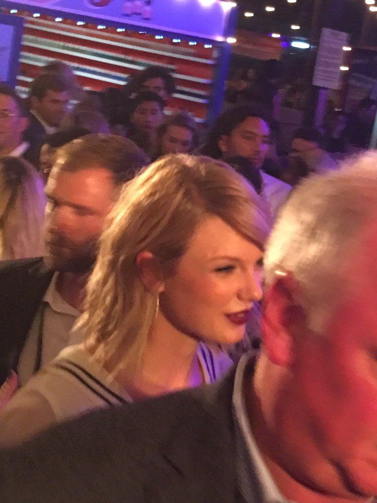 A Swift exit #TOMMYNOW #NYFW @taylorswift13 https://t.co/Ne0LOMjKnQ