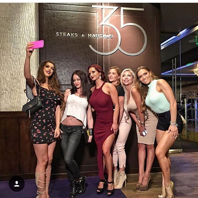 #HustleBootyTempTats #Supermodels have taken over #LasVegas! #35Steaks @HardRockHotelLV @HeymanHustle