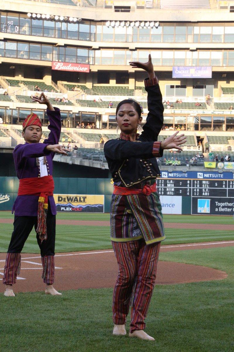Parangal dance company philippine folk dance - 1 Reply 25 Retweets 73 Likes