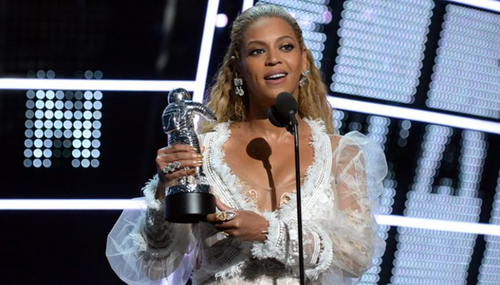 Beyoncé trionfa agli MTV Video Music Awards 2016