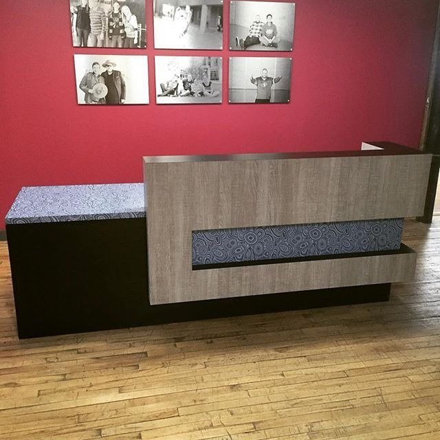 We love this desk by @commercialair featuring Formica® Laminate Jonathan Adler Collection pattern Blue Malachite https://t.co/fHOUiEybc5