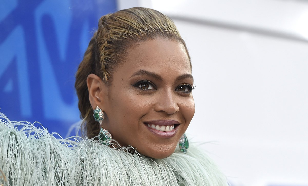 Beyonce proves she's in a lane of her own at MTV VMAs