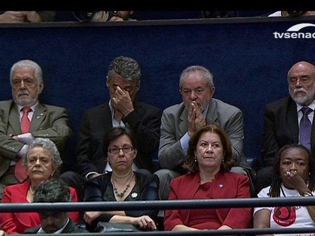 Quer saber como foi o discurso de Dilma? Basta olhar as expressões de Lula e Chico Buarque enquanto ela falava.