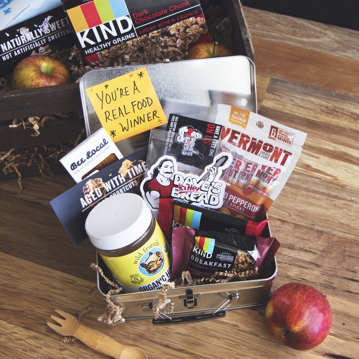 Enter to win this Real Food lunchbox! RT & tag a friend w/ a lunch note. #DeJunkTheLunchbox https://t.co/FHiaou1ypE https://t.co/a9KWl0bRyy