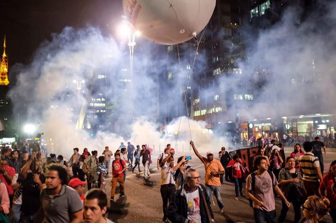 Repressão policial em ato contra o golpe na av. Paulista. #PelaDemocracia