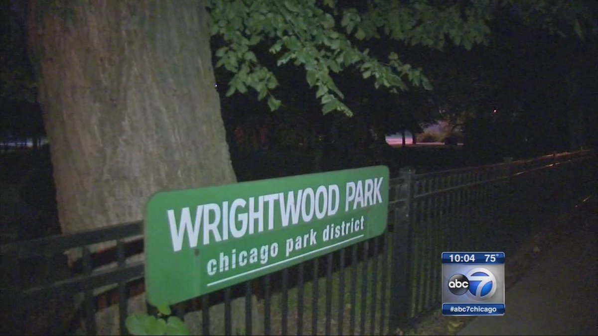 Parents on alert after group of students robbed at knifepoint in Lincoln Park