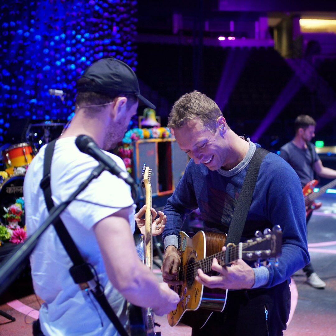 It's been at least five years - how does this one go again? R42 #ColdplayDenver https://t.co/tJX2TqYm3y