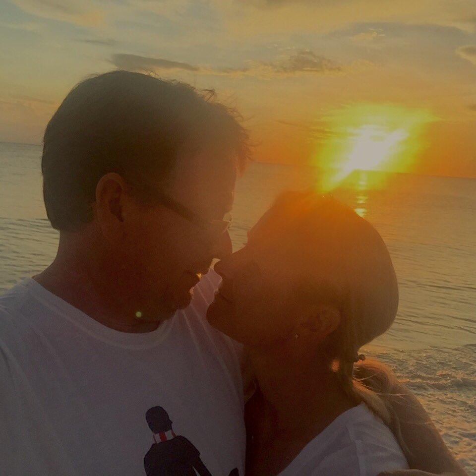 Naples sunset with @BevWoodyatt ❤️ https://t.co/h80Ulja5kj