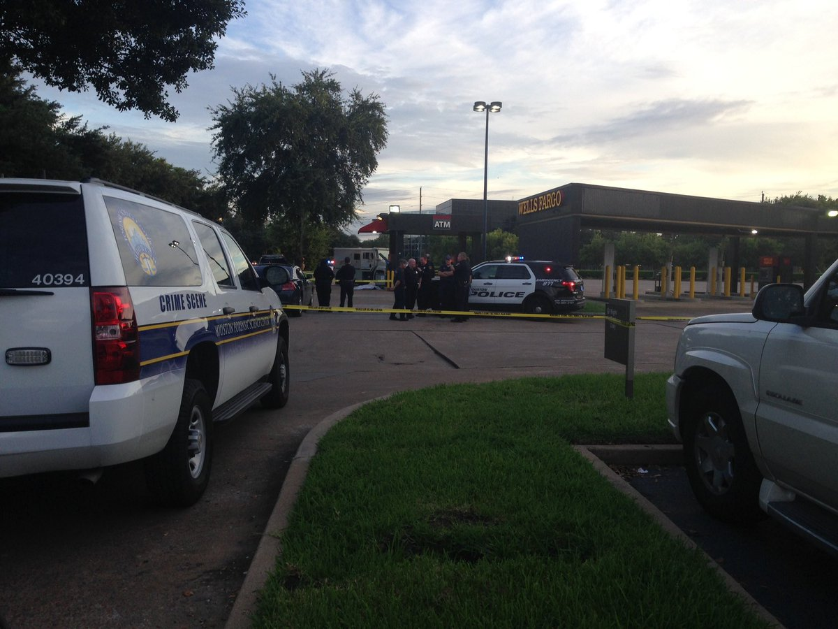 Investigators say security guard shot & killed at Wells Fargo Bank on 290 & Hollister KHOU11 HouNews