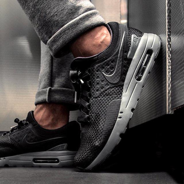 nike air max zero on foot