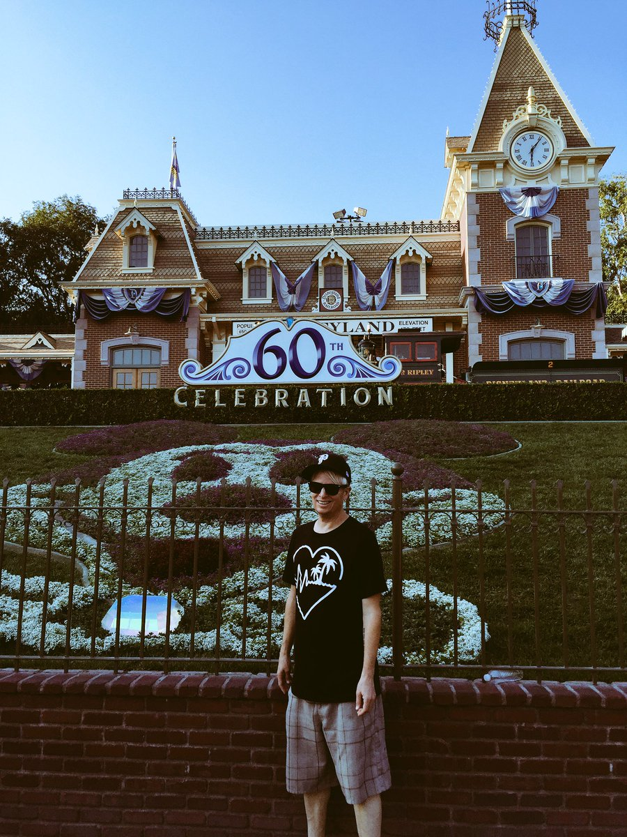 Reppin' my hometown of Livermore and @Silent_Pilot at the land of the mouse https://t.co/1t8pH6I0RY
