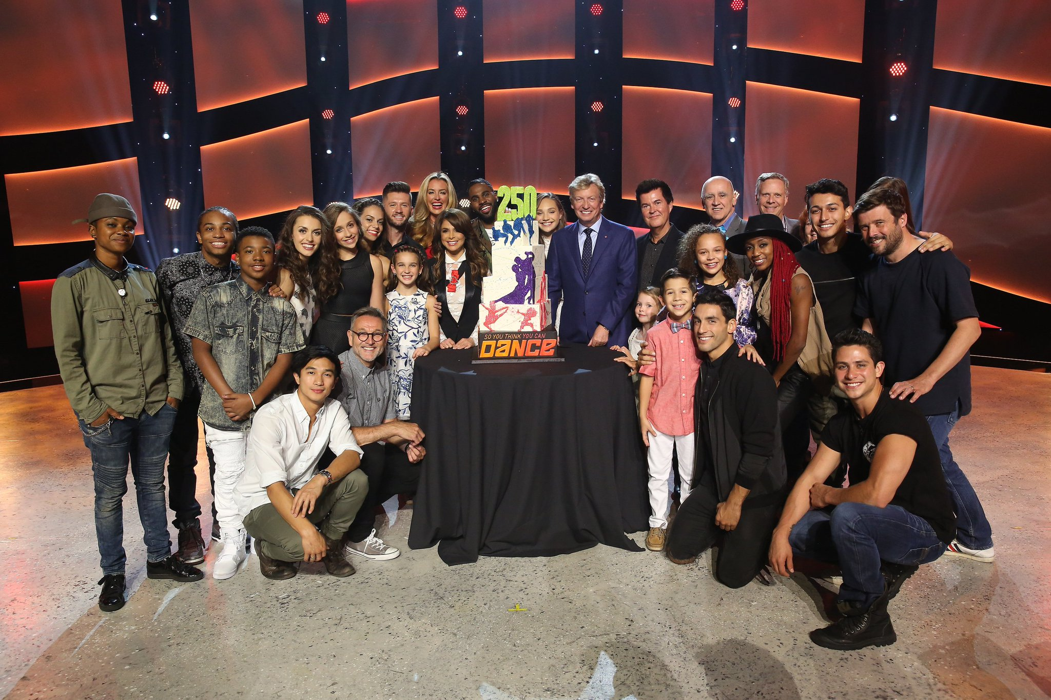 RT @DANCEonFOX: RETWEET if you loved the #SYTYCD250 celebration! ❤️ https://t.co/8TXDIho9tT